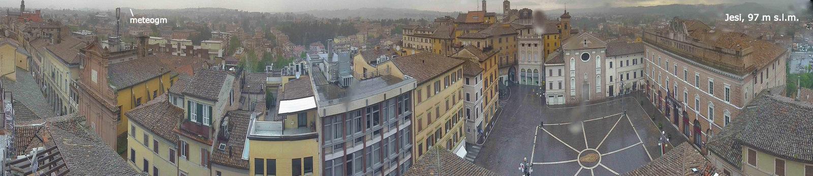 L'osservatorio meteorologico meteogm visto dalla webcam del Comune di Jesi da Piazza della Repubblica